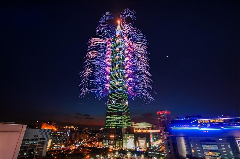 Los fuegos artificiales de 2015 desde el Taipei 101